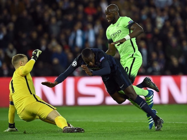 Blaise Mautuidi, Eliaquim Mangala and Joe Hart in action during the Champions League quarter-final between Paris Saint-Germain and Manchester City on April 6, 2016