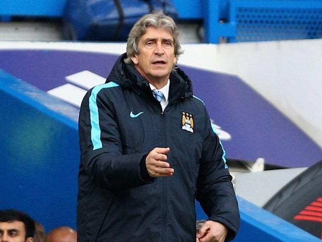 Manuel Pellegrini gives orders during the Premier League game between Chelsea and Manchester City on April 16, 2016