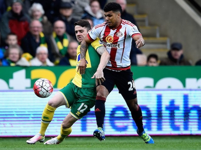 Robbie Brady and DeAndre Yedlin in action during the Premier League game between Norwich City and Sunderland on April 16, 2016