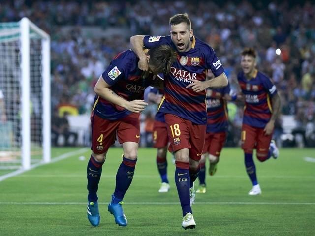 Ivan Rakitic celebrates scoring during the La Liga match between Real Betis and Barcelona at Estadio Benito Villamarin on April 30, 2016