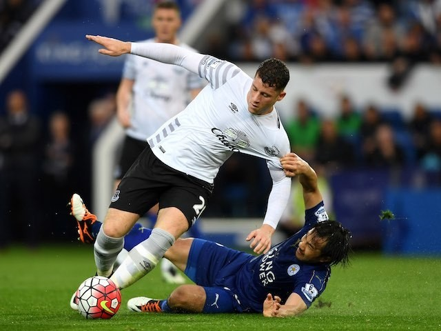 Shinji Okazaki tugs on Ross Barkley during the Premier League game between Leicester City and Everton on May 7, 2016