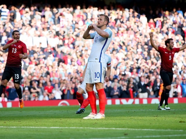 Harry Kane reacts to missing a pen during the international friendly between England and Turkey on May 22, 2016