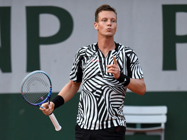 Tomas Berdych and his disgusting T-shirt in action at the French Open on May 28, 2016