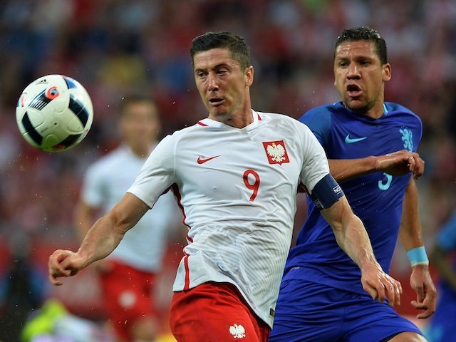 Robert Lewandowski and Jeffrey Bruma in action during the international friendly between Poland and The Netherlands on June 1, 2016