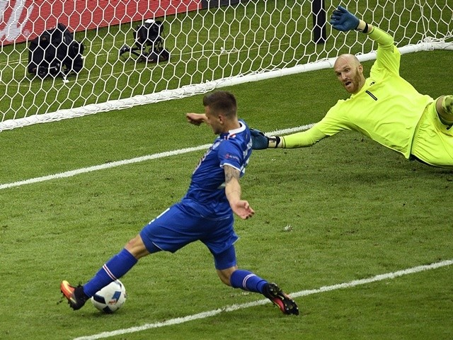 Arnor Traustason scores during the Euro 2016 Group F match between Iceland and Austria on June 22, 2016