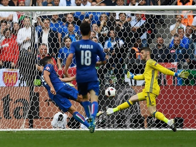 Graziano Pelle scores the second goal during the Euro 2016 RO16 match between Italy and Spain on June 27, 2016
