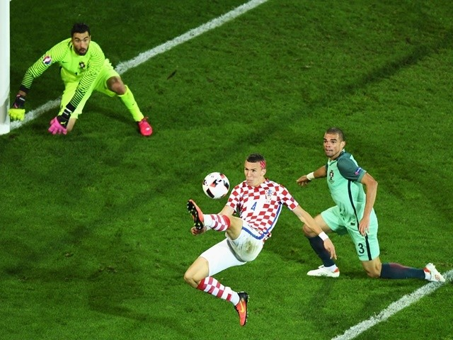 Ivan Perisic controls the ball during the Euro 2016 RO16 match between Croatia and Portugal on June 25, 2016