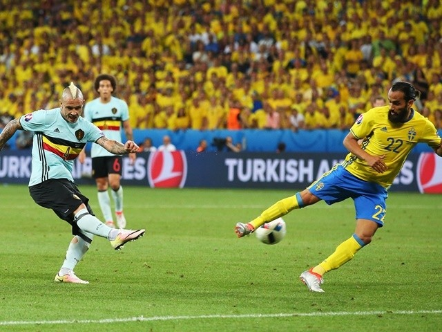 Radja Nainggolan scores during the Euro 2016 Group E match between Sweden and Belgium on June 22, 2016