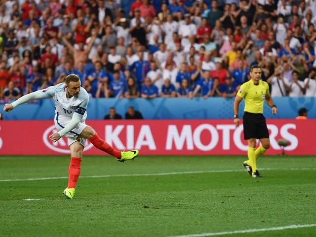 Wayne Rooney of England converts the penalty to score the opening goal during the UEFA EURO 2016 round of 16 match between England and Iceland at Allianz Riviera Stadium on June 27, 2016 in Nice, France