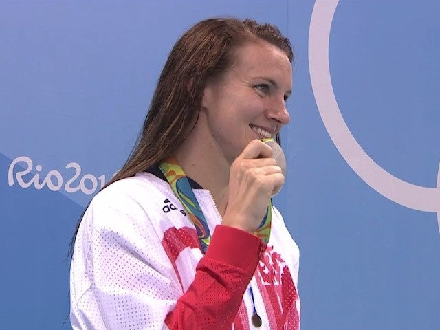 Jazz Carlin poses with her silver medal after the 800m freestyle final at the Rio Olympics on August 12, 2016
