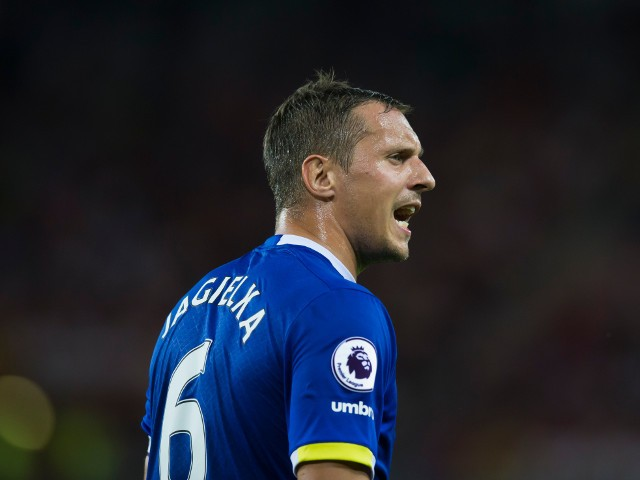 Everton captain Phil Jagielka shouts during the Premier League match against Sunderland at the Stadium of Light on September 12, 2016