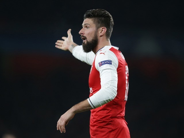 Olivier Giroud reacts during the Champions League game between Arsenal and PSG on November 23, 2016